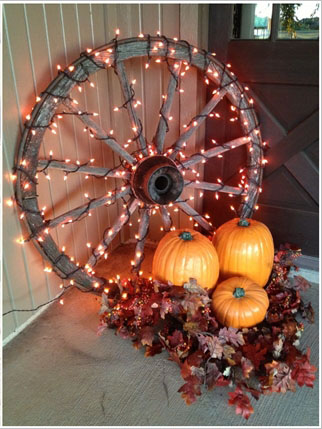 10-amazing-ideas-to-decorate-your-home-with-wagon-wheels-8