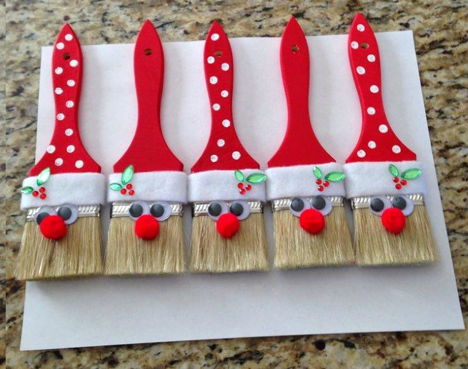 santa-paintbrushes-christmas-decoration
