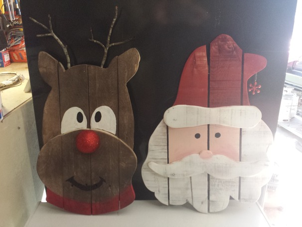 wood-pallet-reindeer-santa-christmas-decoratino