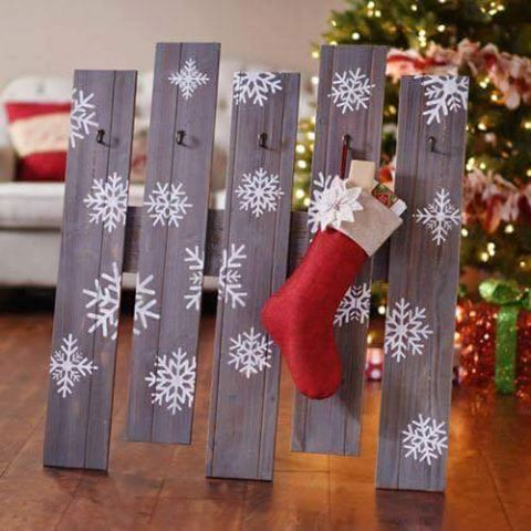 wood-pallet-stocking-holder
