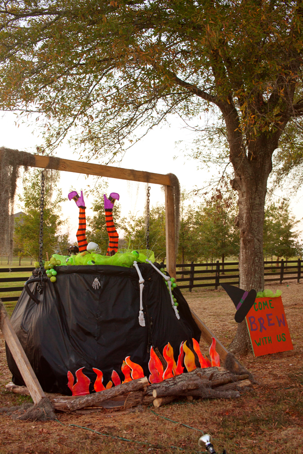 Hay Bale Decorating | Witches Brew