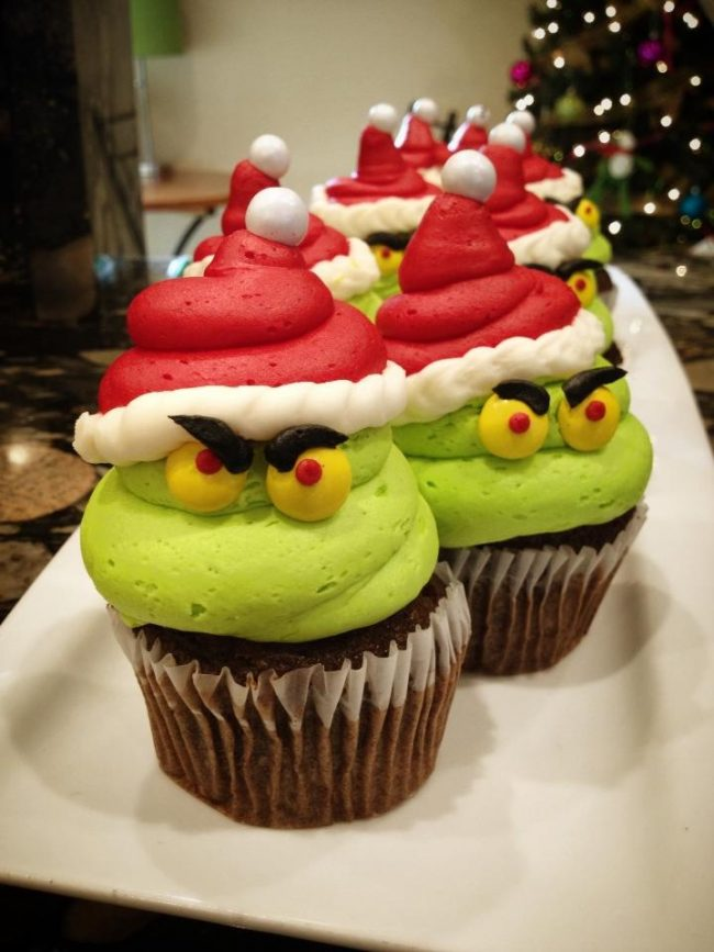 grinch-cupcakes-650x867