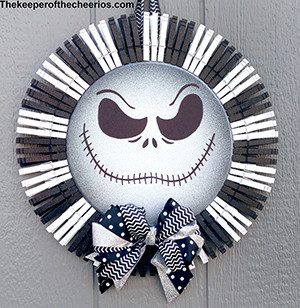 jack skellington pizza pan clothespin wreath sm