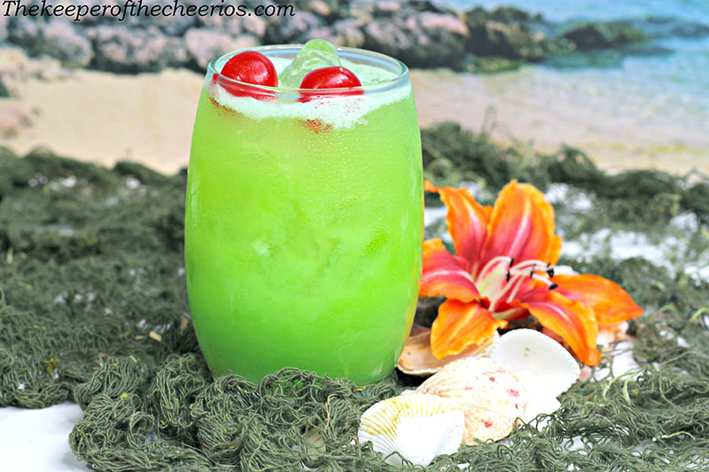 green-iguana-drink-2