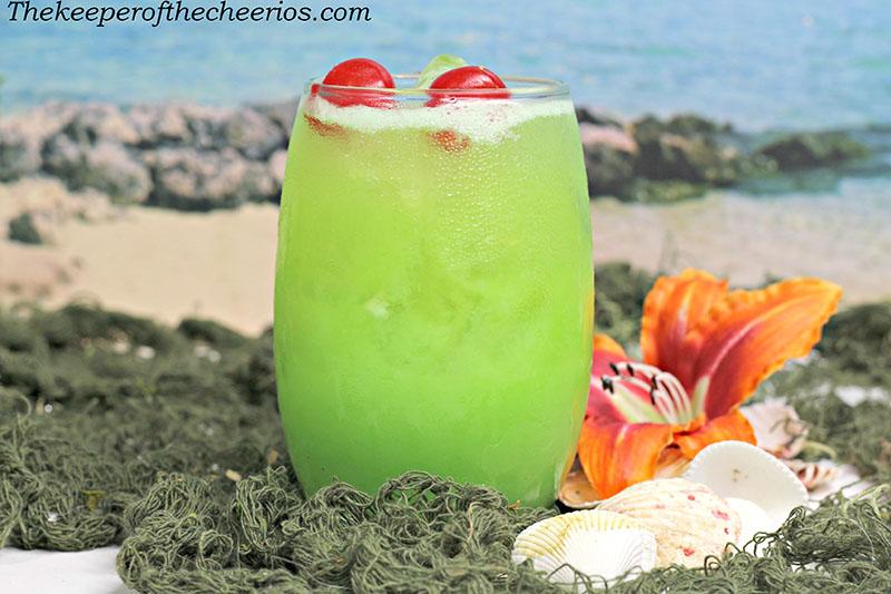 green-iguana-drink-3