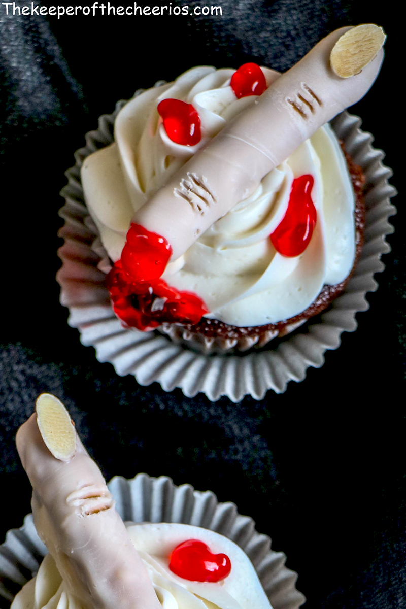 severed-finger-cupcakes-7