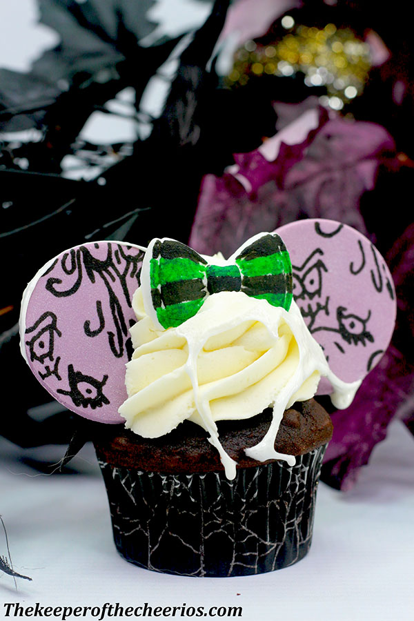 haunted-mansion-mickey-ears-cupcakes-1