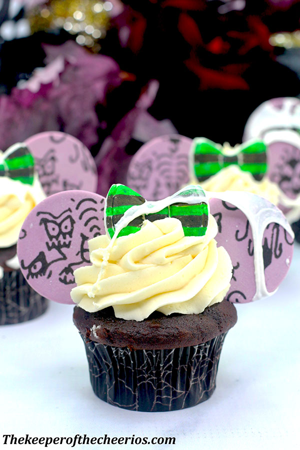 haunted-mansion-mickey-ears-cupcakes-2