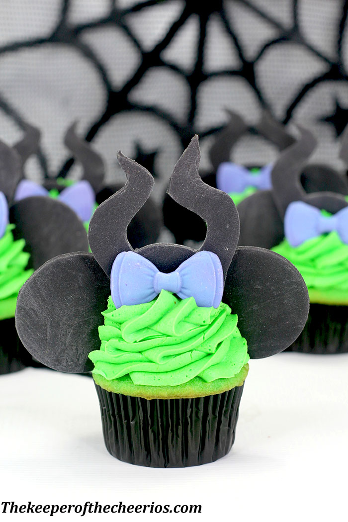 maleficent-mickey-ears-cupcakes-1