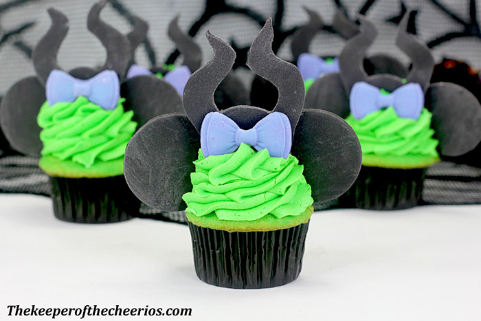 maleficent-mickey-ears-cupcakes-2