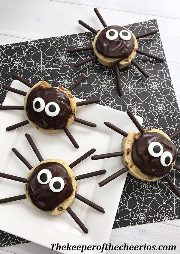 spider-cinnamon-rolls-7