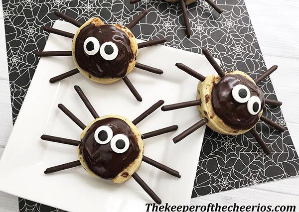 spider-cinnamon-rolls-8