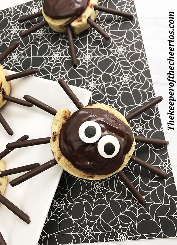 spider-cinnamon-rolls-9