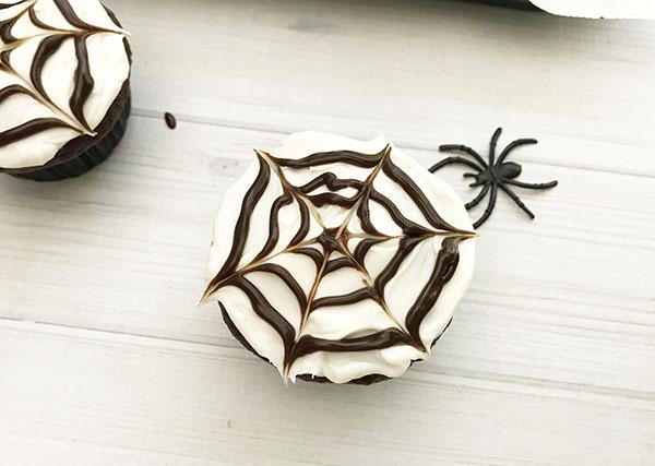 spider-web-cupcakes-3