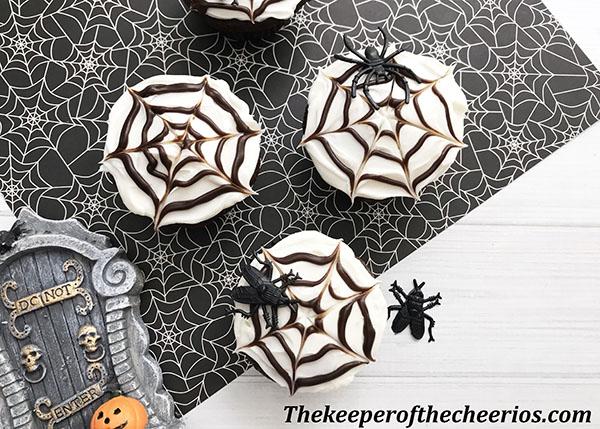 spider-web-cupcakes-4