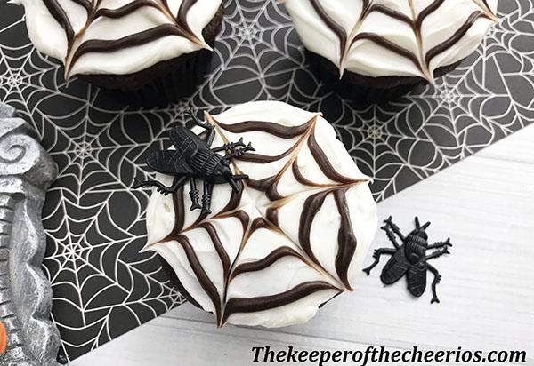 spider-web-cupcakes-5