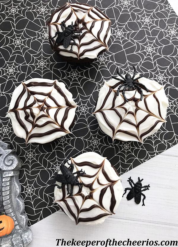 spider-web-cupcakes-6
