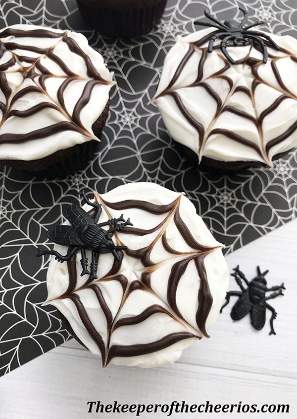 spider-web-cupcakes-7