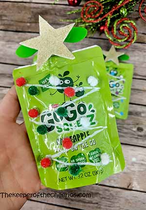 applesauce-packet-christmas-tree-smm