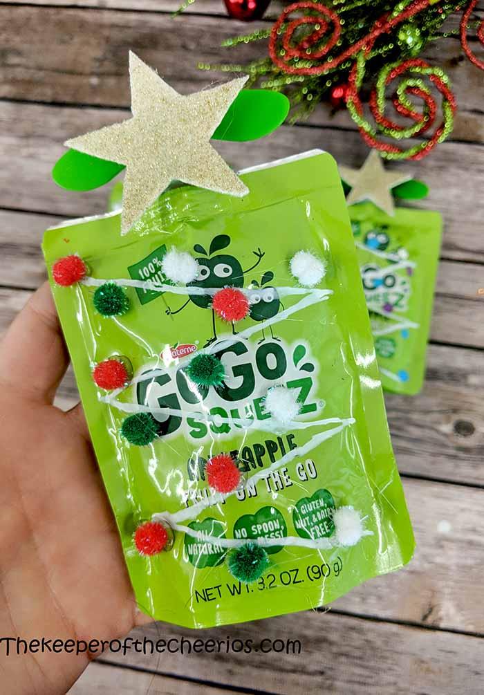 applesauce-packet-christmas-tree