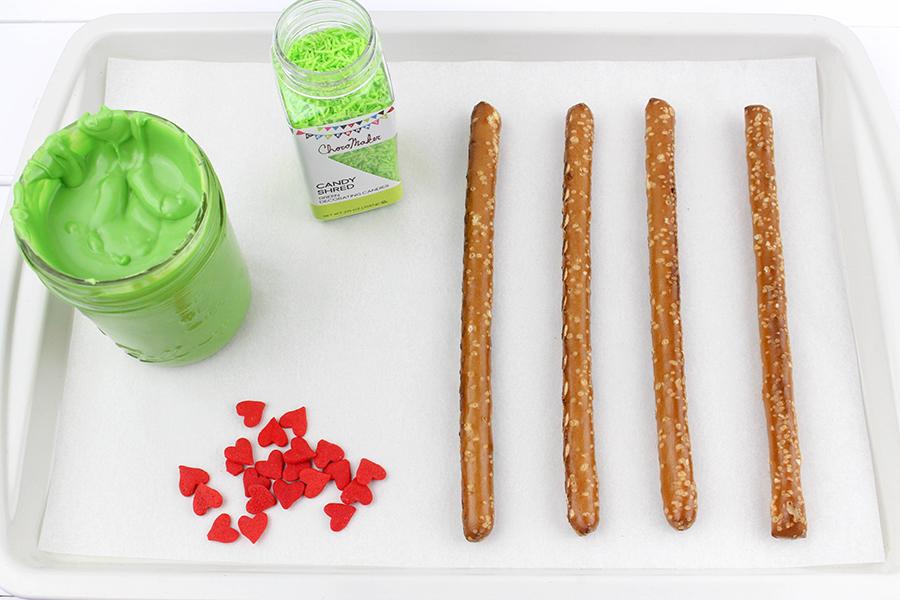 Grinch-pretzel-sticks-5