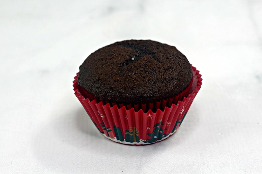 Minnie-Mouse-reindeer-cupcake-1