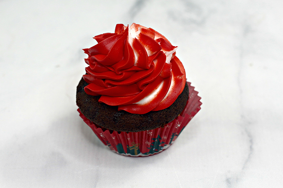 Minnie-Mouse-reindeer-cupcake-2