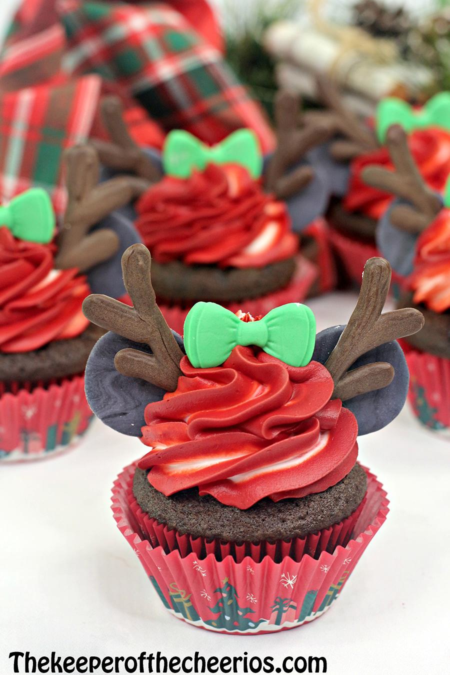 Minnie-Mouse-reindeer-cupcake-4