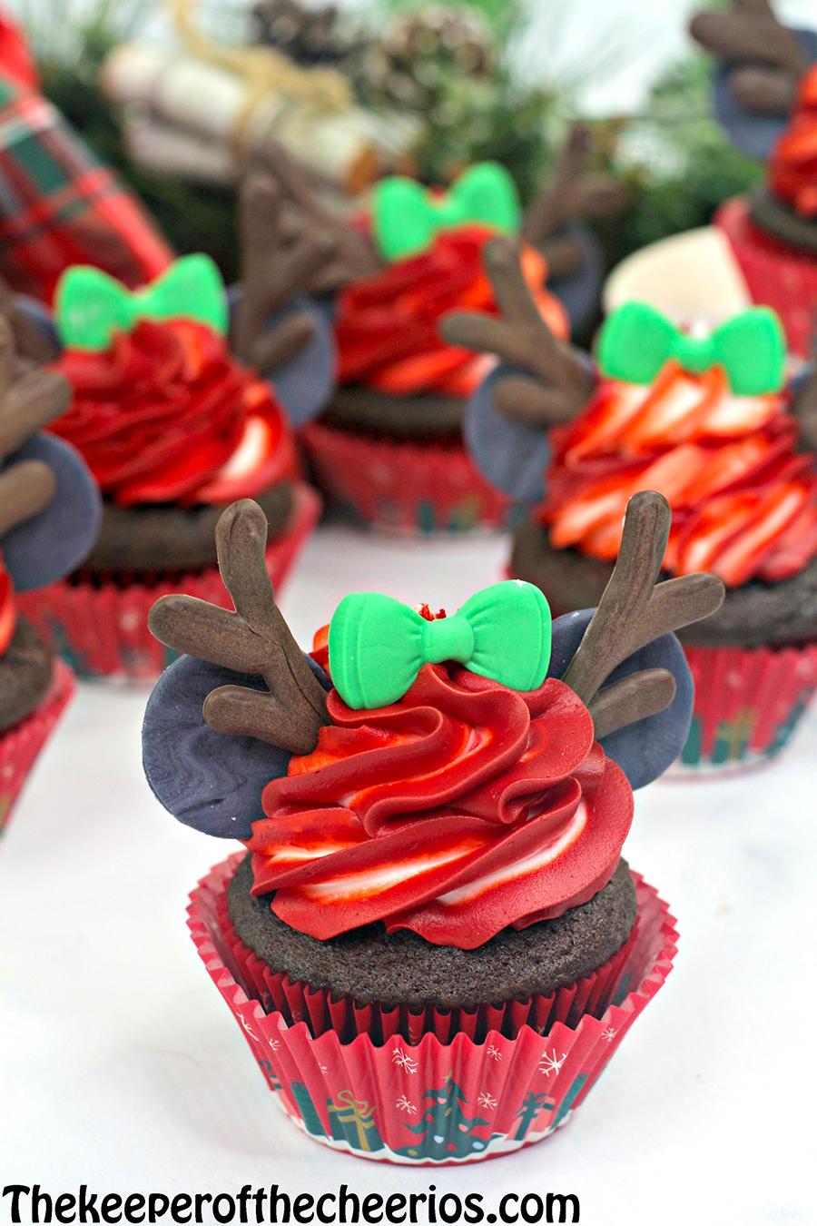 Minnie-Mouse-reindeer-cupcake-6