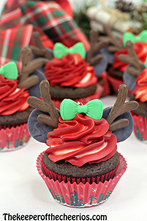 Minnie-Mouse-reindeer-cupcake-sm