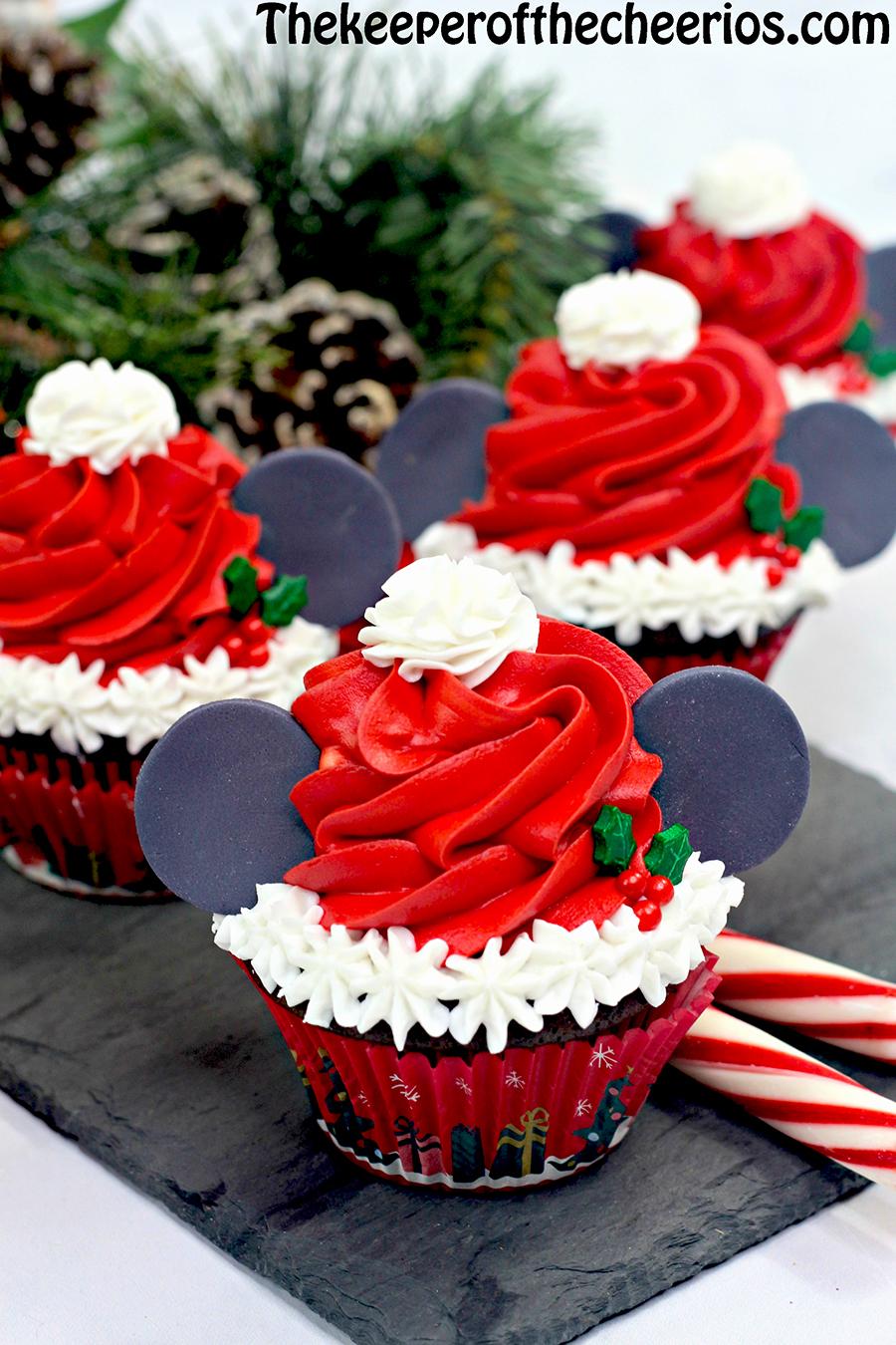 mickey-santa-cupcakes-5