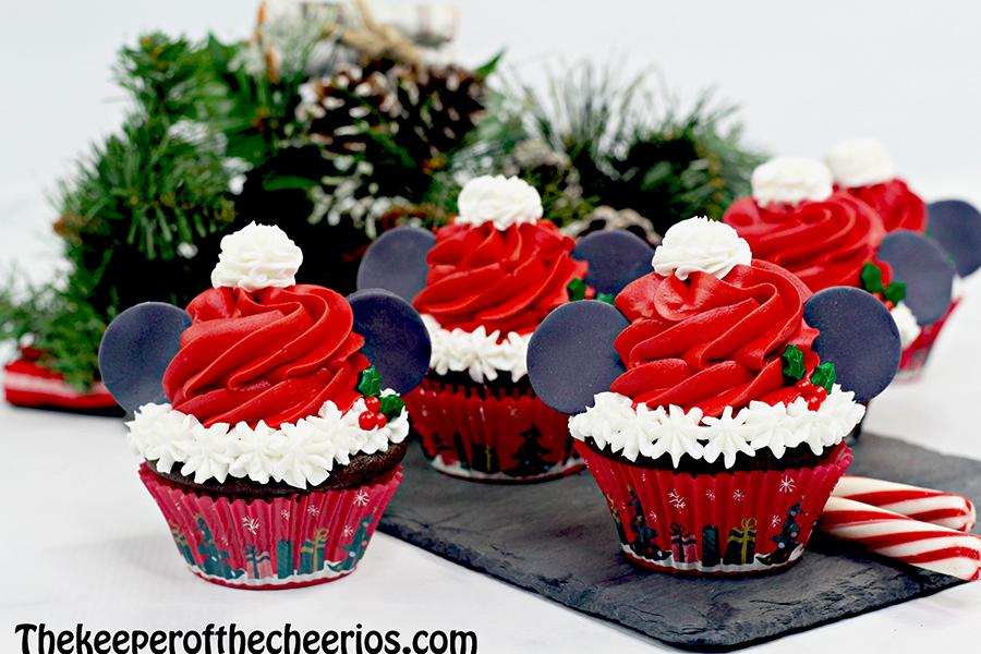 mickey-santa-cupcakes-6