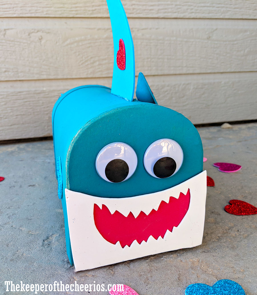 baby-shark-valentines-day-mail-box-2