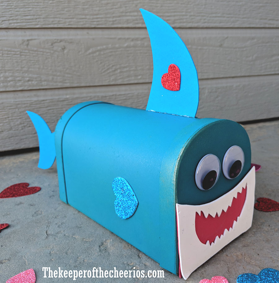 baby-shark-valentines-day-mail-box-4