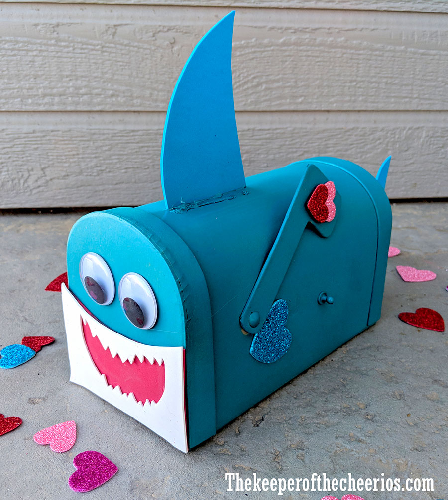 baby-shark-valentines-day-mail-box-5