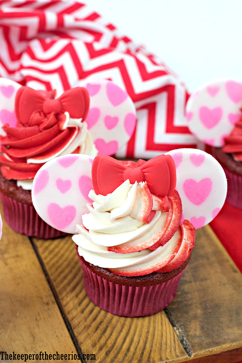 minnie-mouse-vday-cupcakes-2