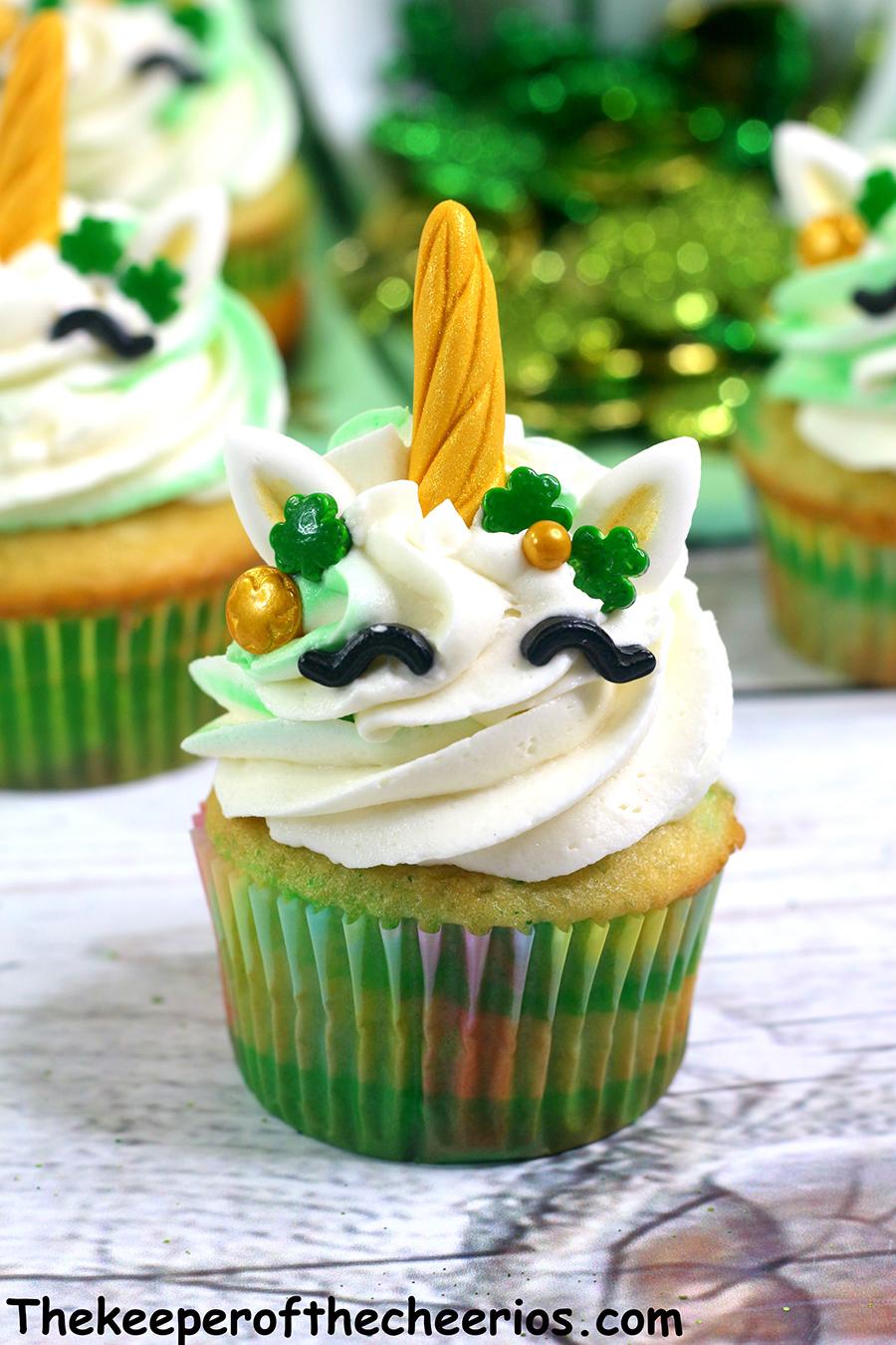 St-Patricks-Day-unicorn-cupcakes-1
