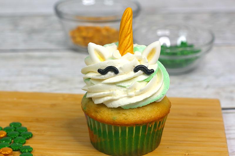 St-Patricks-Day-unicorn-cupcakes-10