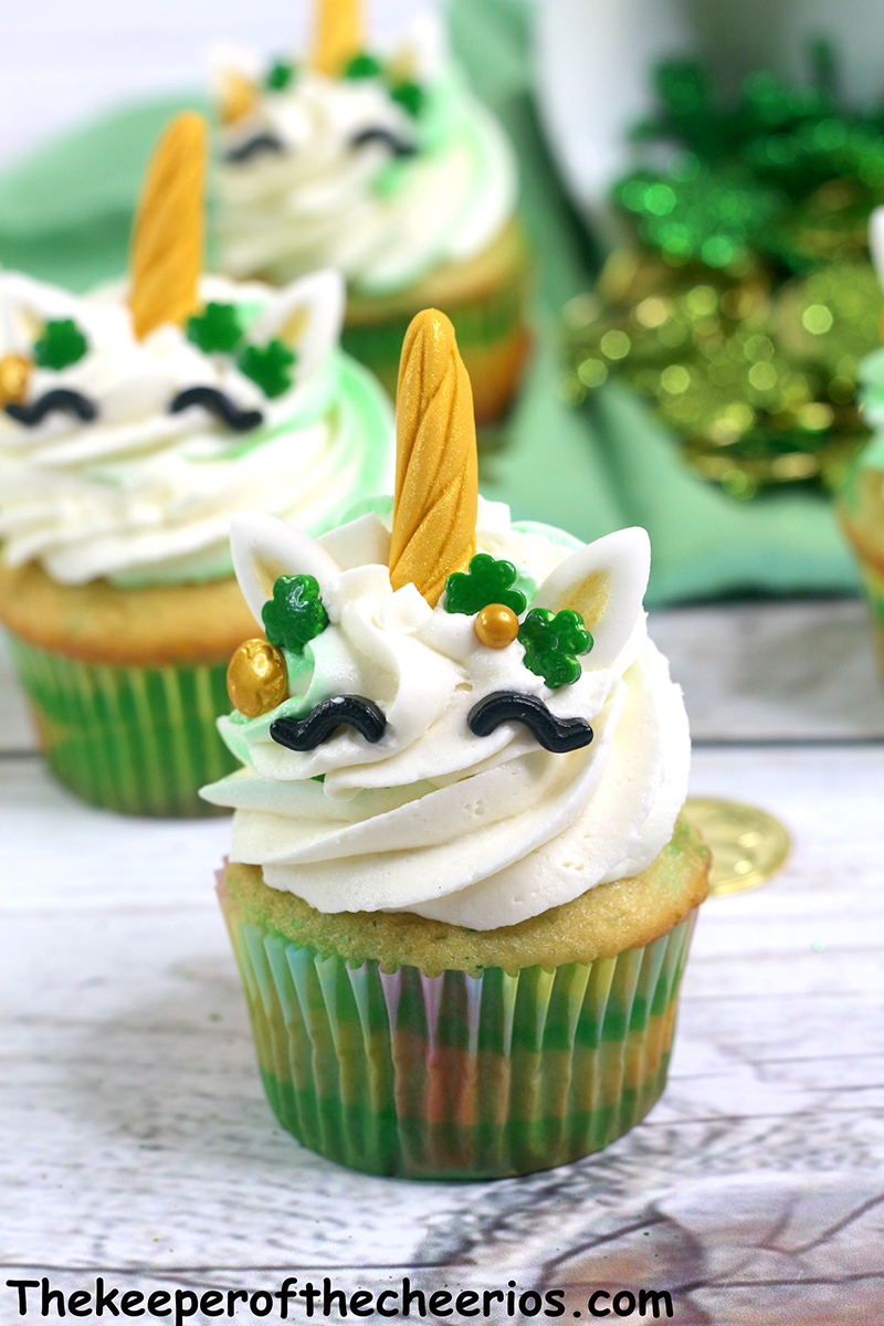 St-Patricks-Day-unicorn-cupcakes-2