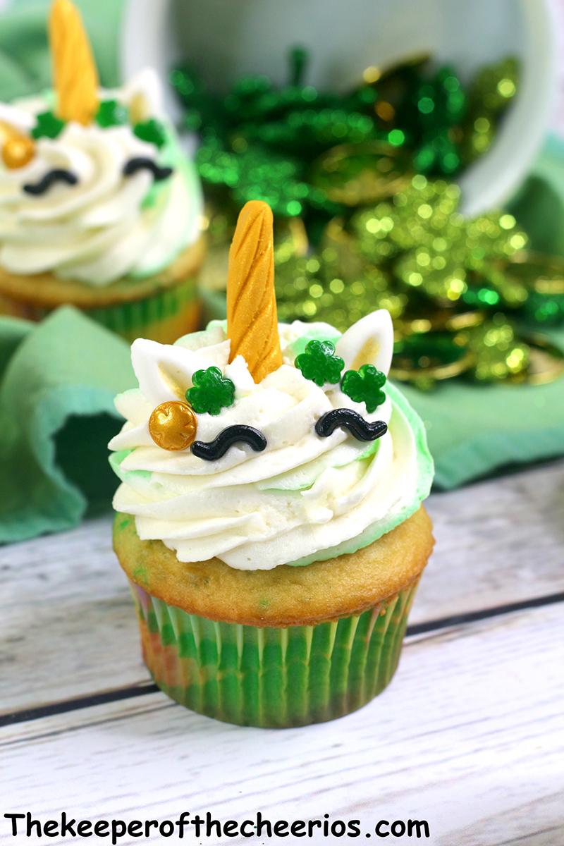 St-Patricks-Day-unicorn-cupcakes-3