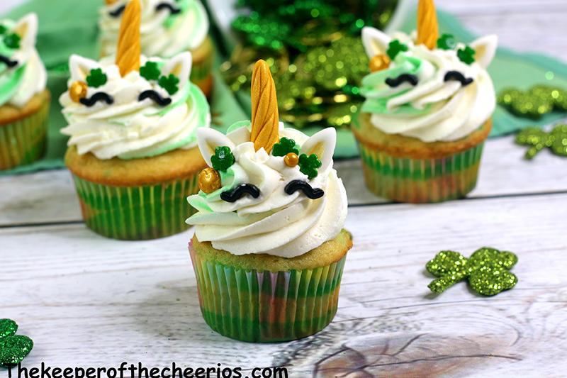 St-Patricks-Day-unicorn-cupcakes-4