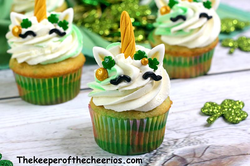 St-Patricks-Day-unicorn-cupcakes-5