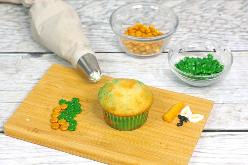 St-Patricks-Day-unicorn-cupcakes-7