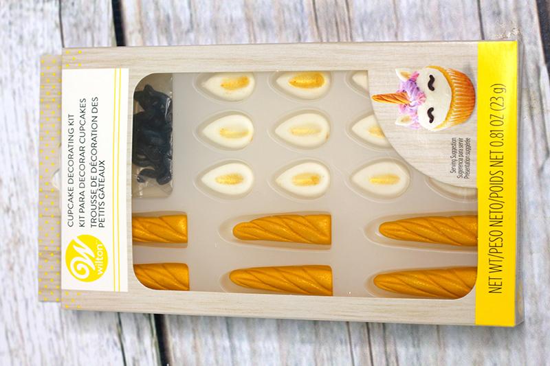 St-Patricks-Day-unicorn-cupcakes-8
