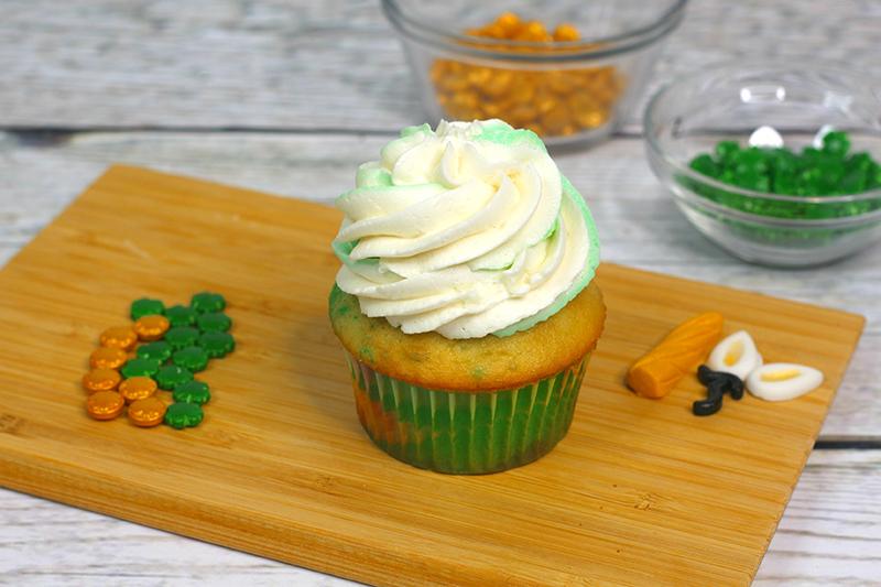 St-Patricks-Day-unicorn-cupcakes-9