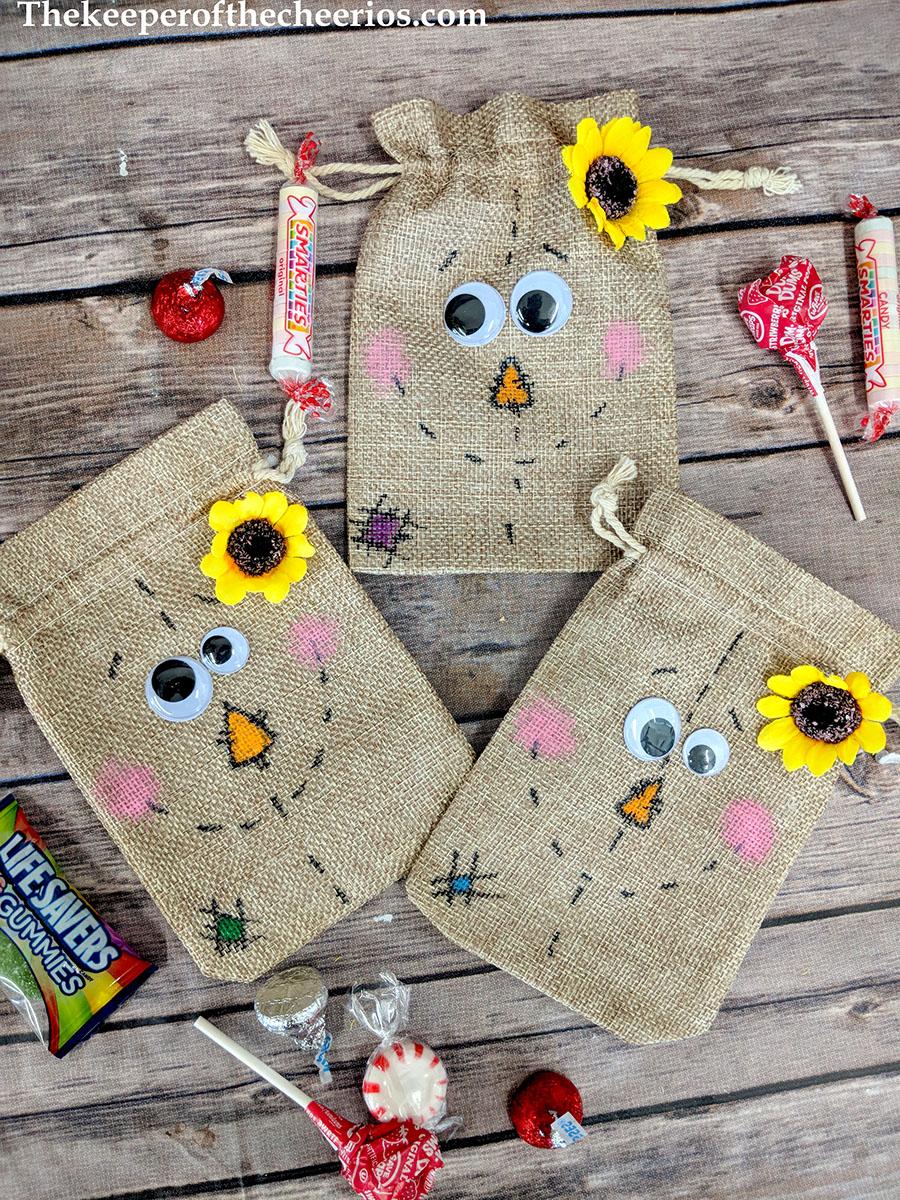 scarecrow-burlap-treat-bags-1