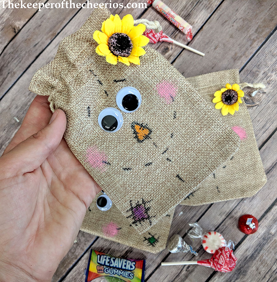 scarecrow-burlap-treat-bags-2