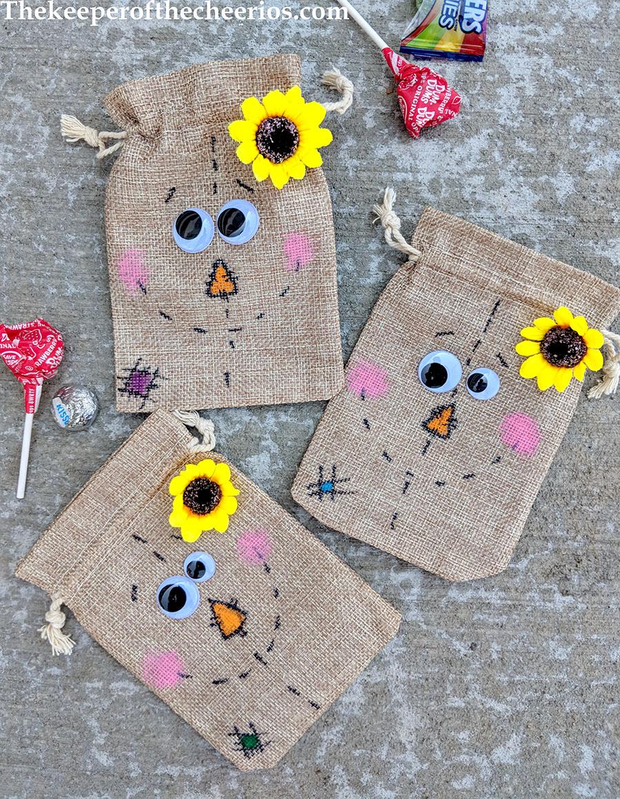 scarecrow-burlap-treat-bags-3