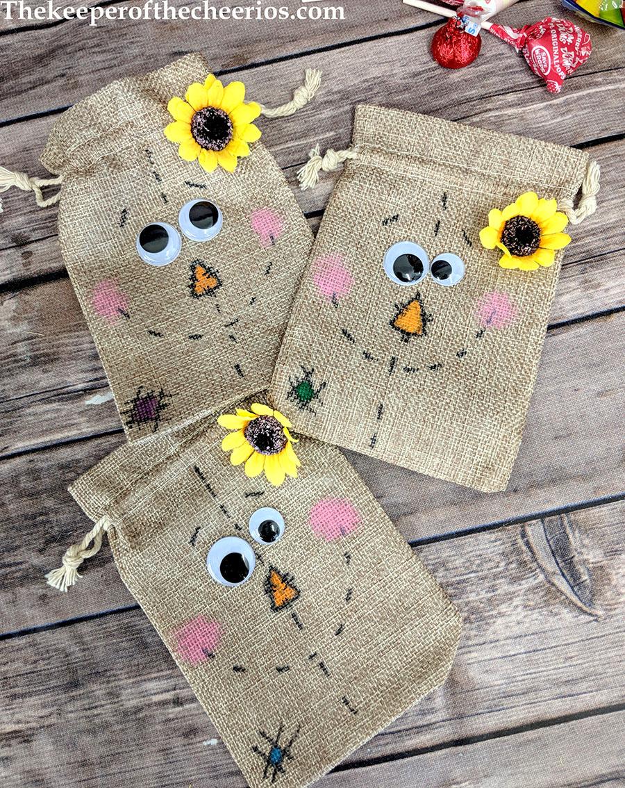 scarecrow-burlap-treat-bags-4