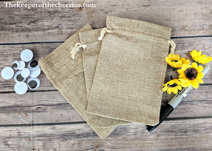 scarecrow-burlap-treat-bags-5